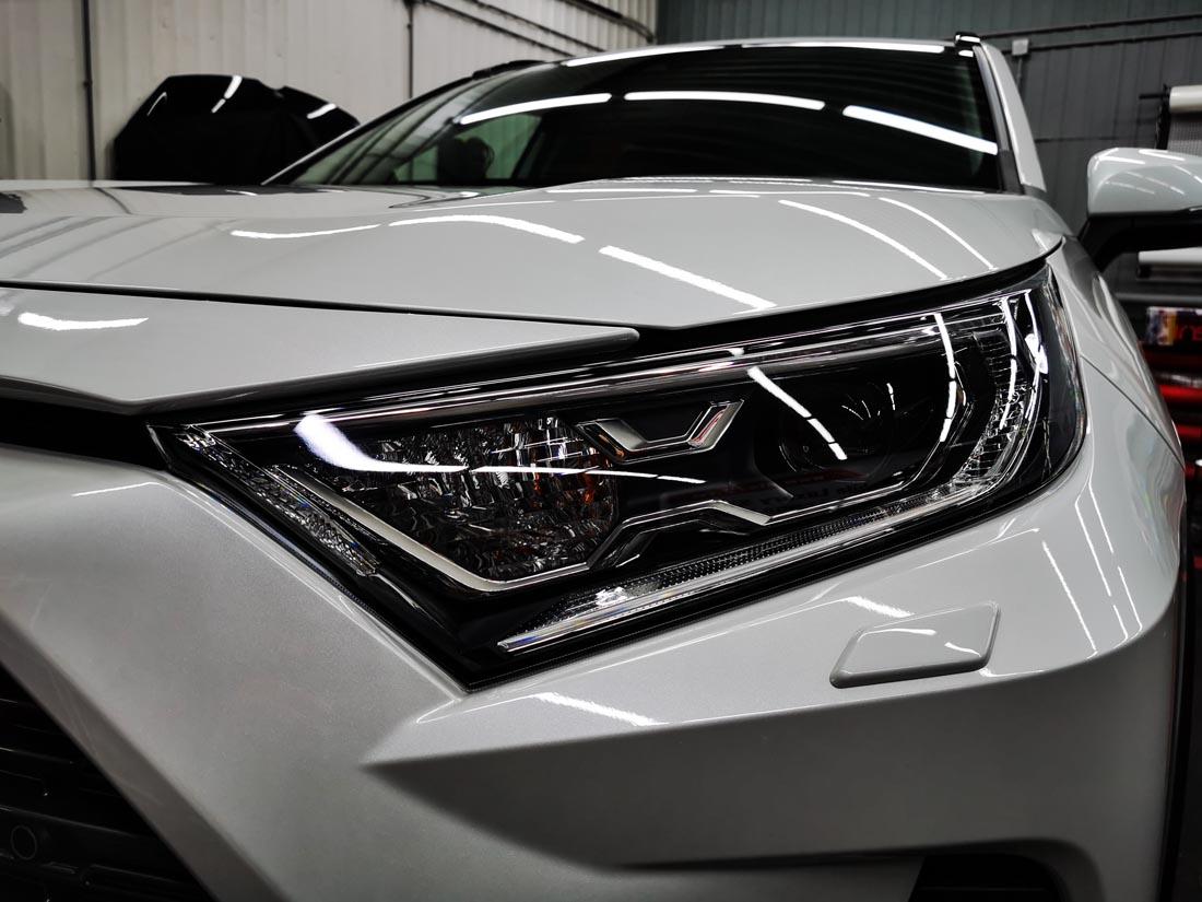 Новый Toyota RAV4 защищен антигравийной пленкой Spectroll PPF