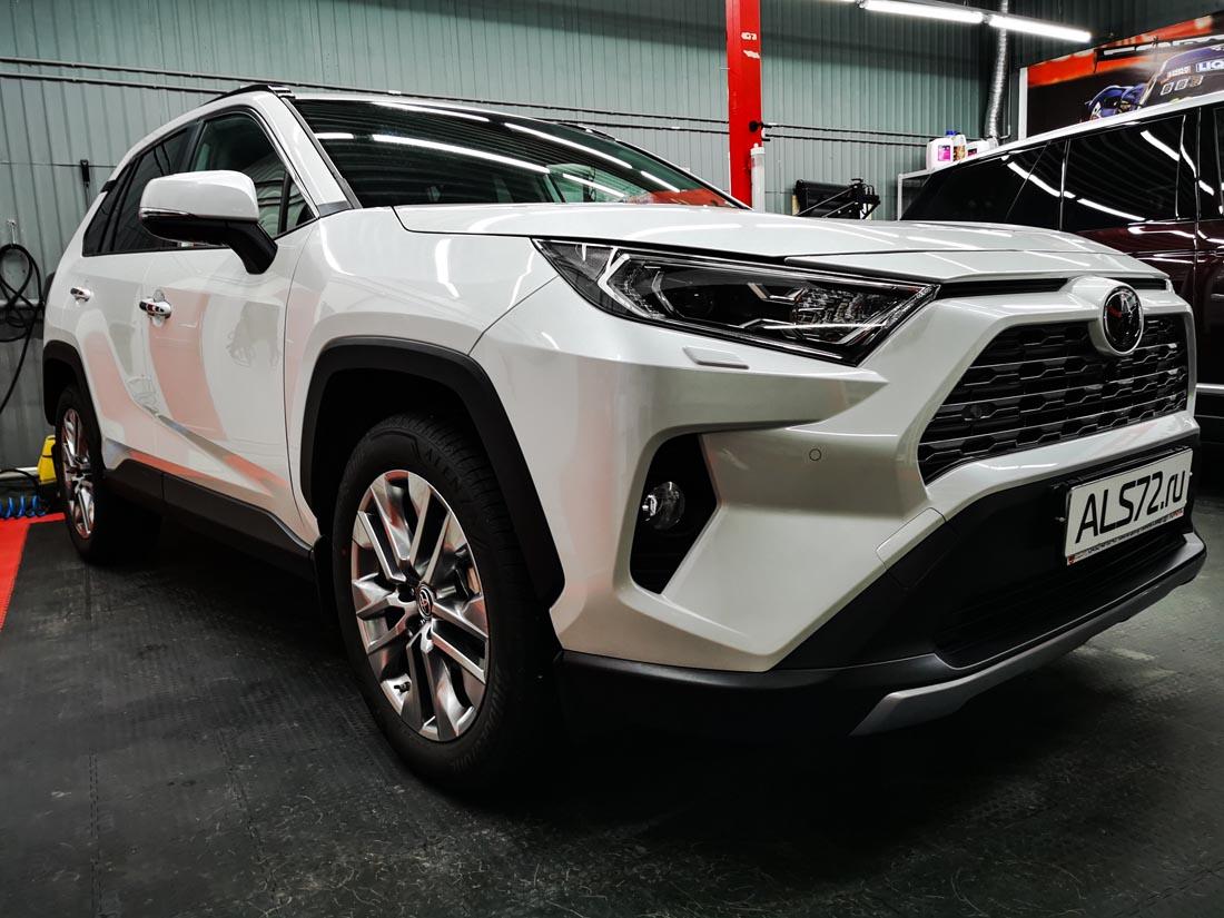 Toyota RAV4 защищен антигравийной пленкой Spectroll PPF