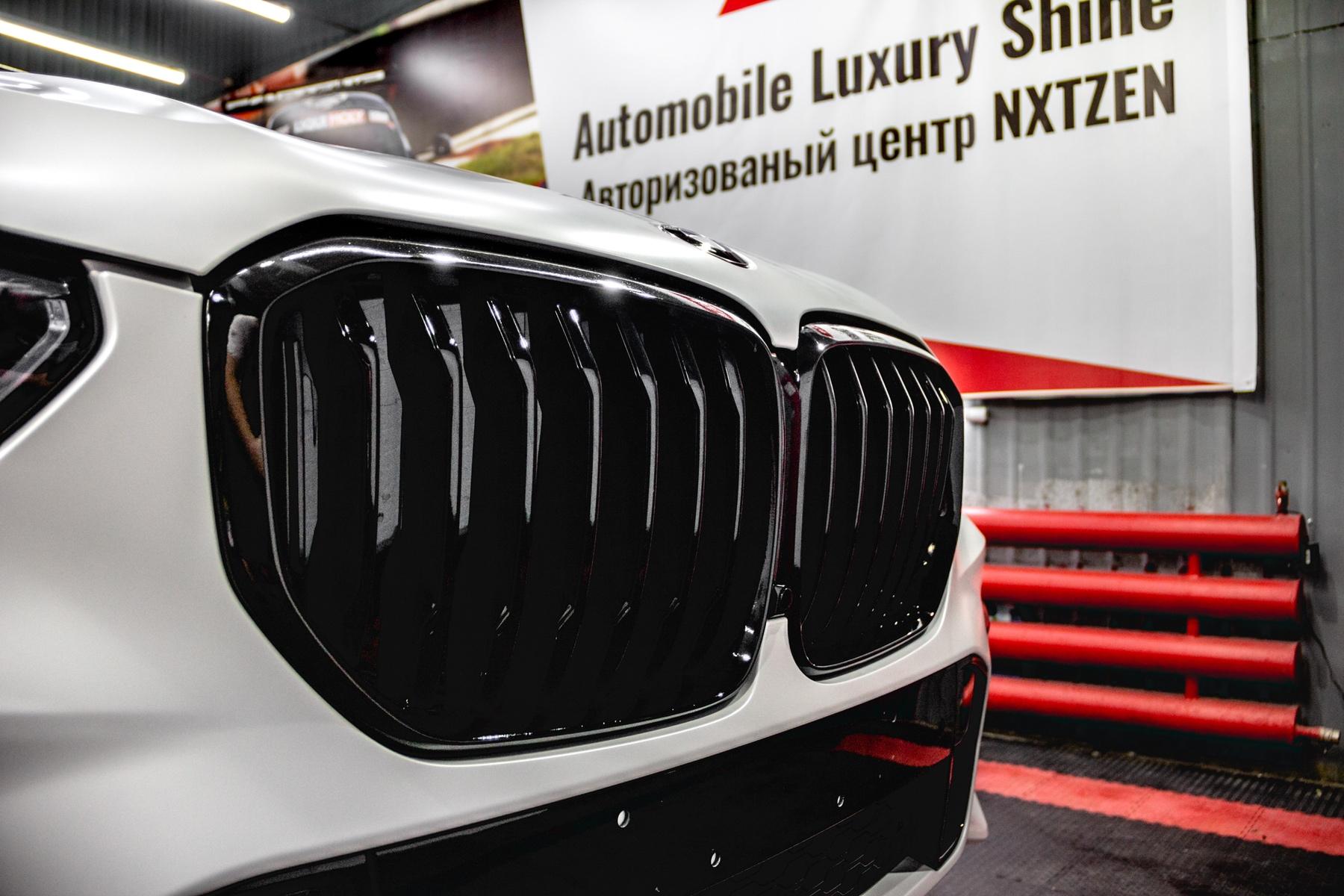 Детейлинг перламутрового BMW X5 - радиаторная решетка