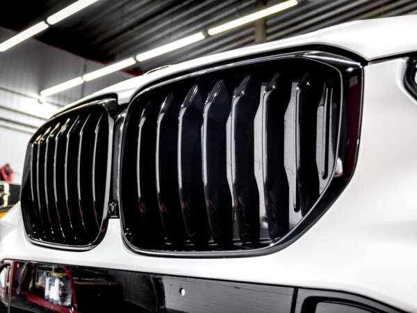 Детейлинг перламутрового BMW X5 Тюмень - Радиаторная решётка